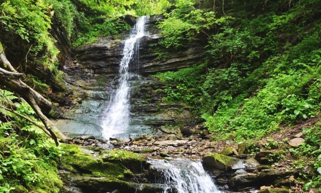 Водопад Лазний