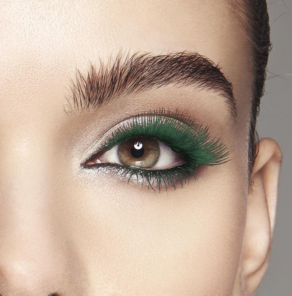 Вії зеленого кольору