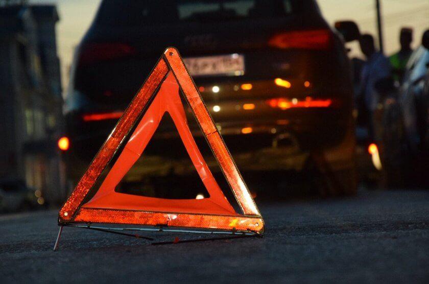Заранее предупредите других водителей о ДТП или остановке