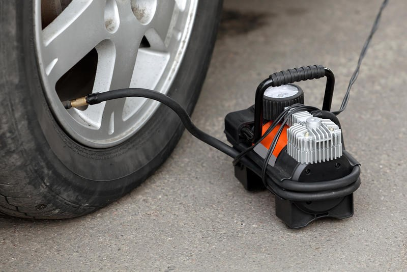 Автомобильным компрессором можно не только накачать спущенное колесо в машине