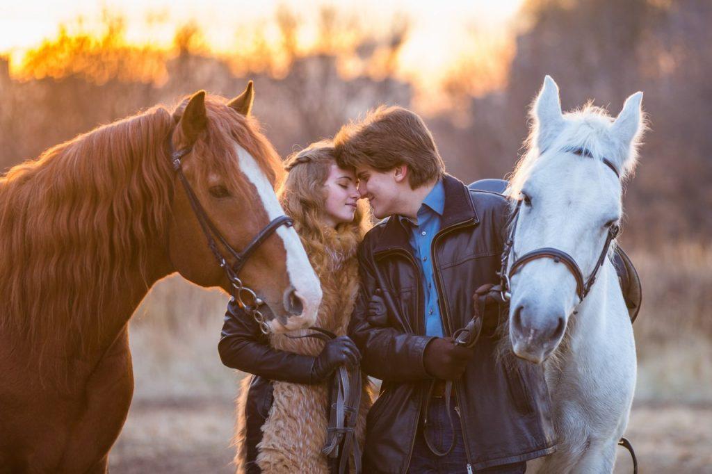 Природа, лошади, прогулка, фотосессия – сколько впечатлений в одном подарке на 8 Марта!