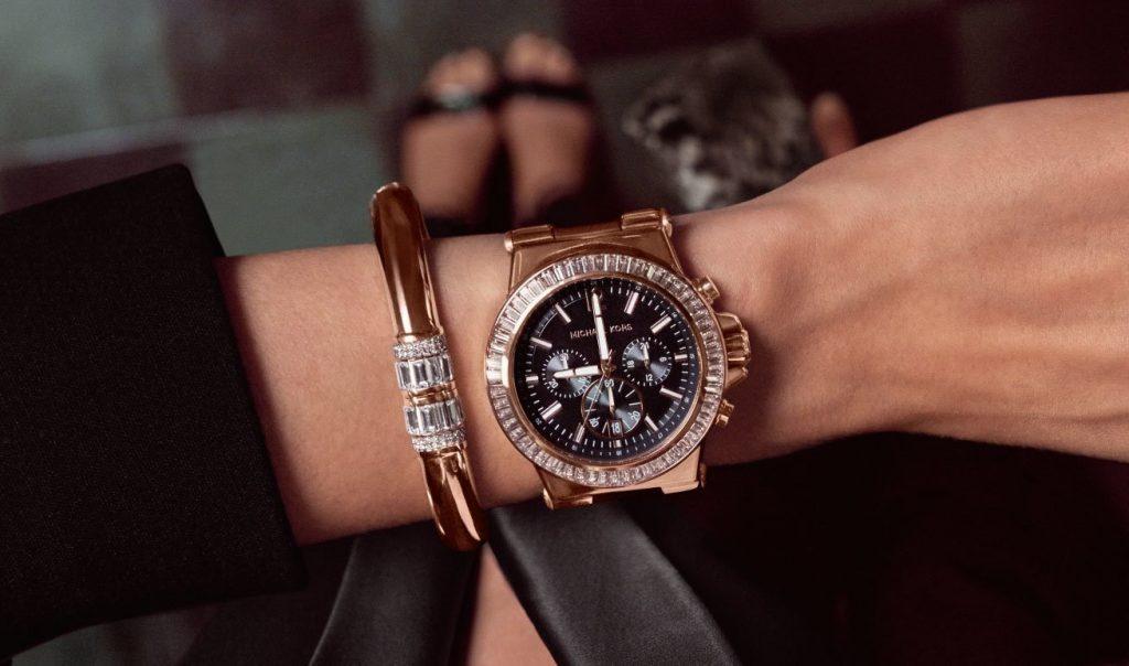 Часы для женщин – как украшение, а это они любят :)