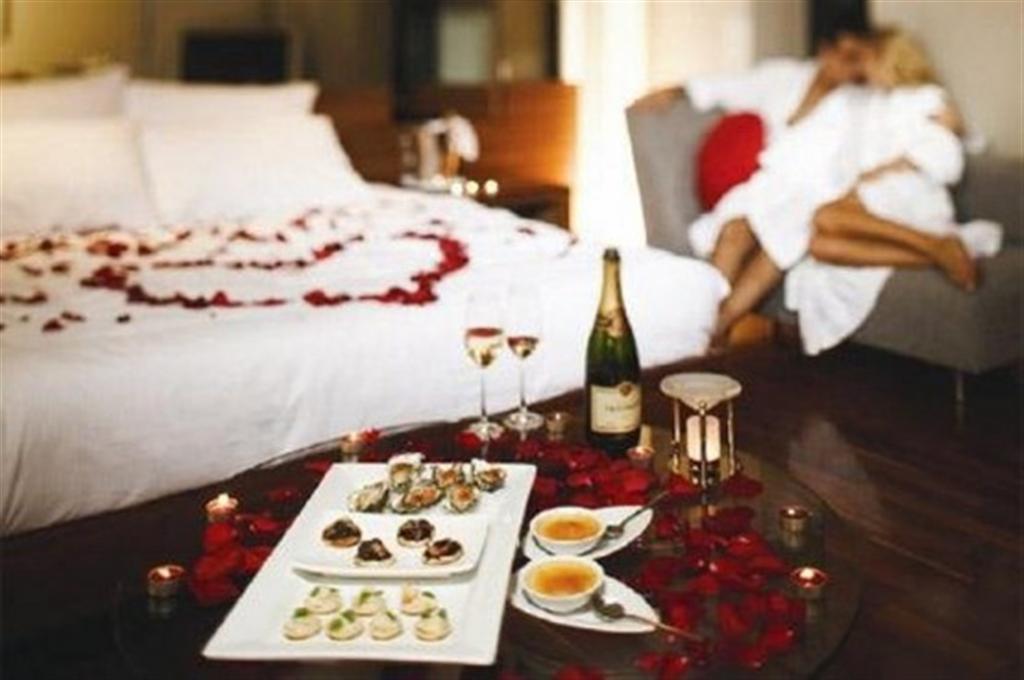Романтика стирается в быту, используйте каждую возможность, чтобы ее восполнить