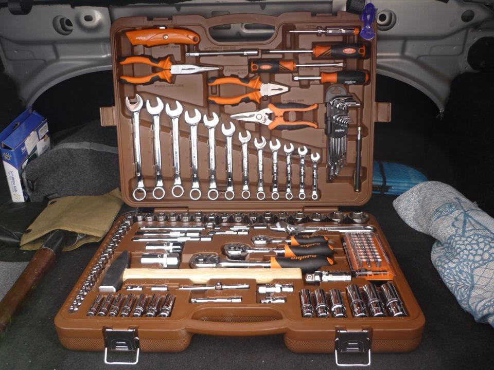 Профессиональный набор инструментов водителя-автолюбителя