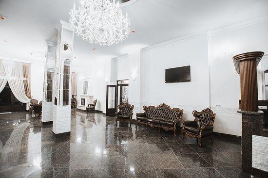Хол готелю «Mardan Palace SPA Resort» в Буковелі