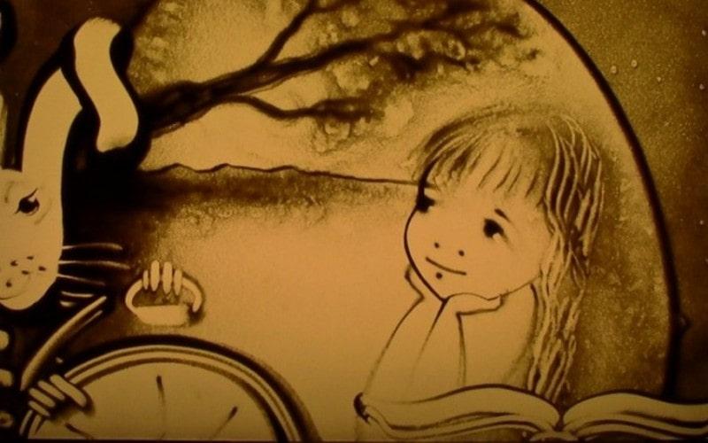 Сказка в песочной анимации «Алиса в стране чудес»