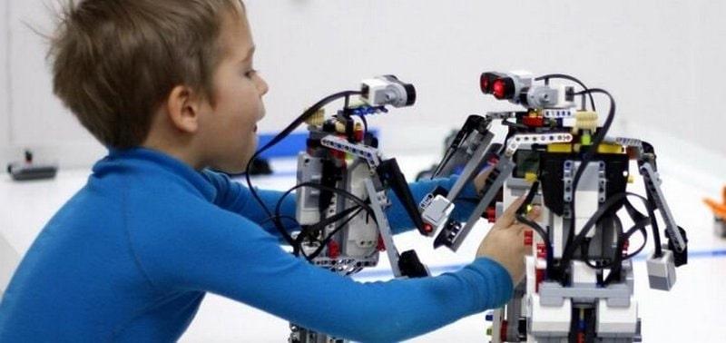 Посещение игровой комнаты «Лего-роботов»
