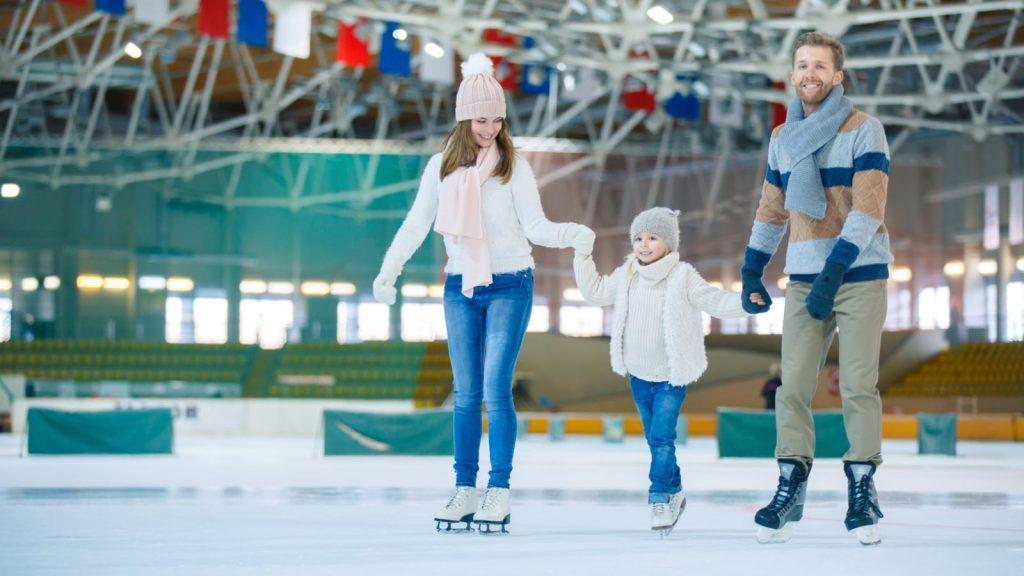 Покорять лед веселее всего большой дружной компанией