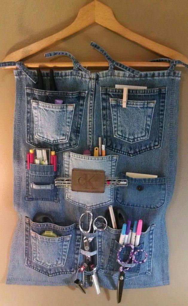 В джинсовый органайзер можно положить канцелярские принадлежности