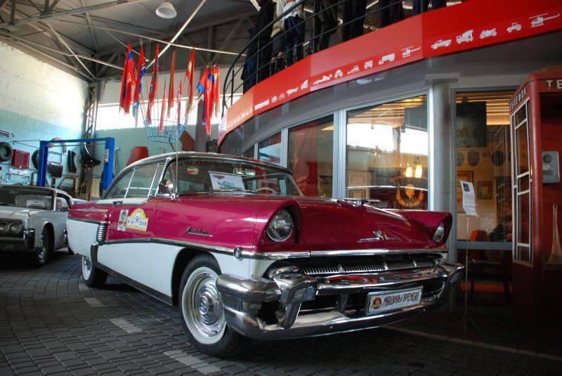 Выставка автомобилей «Ретро-друзья»