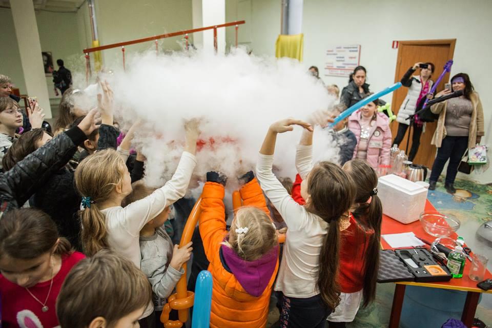 Дети познают мир в музее «Эврика».