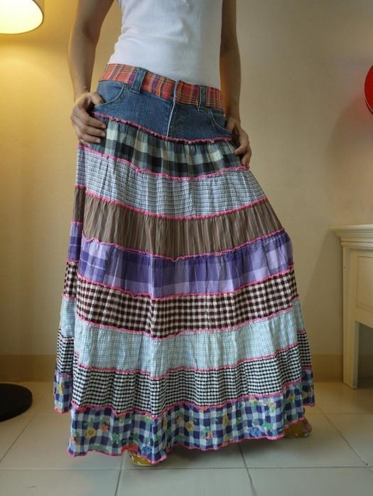 С помощью разноцветных узорчатых тканей и джинсовой кокетки можно создать чудесную юбку в стиле бохо и этно