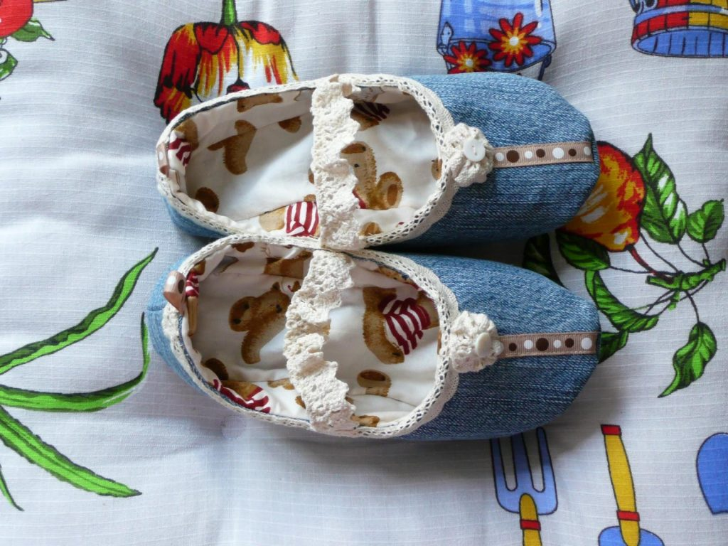 Милые домашние тапочки из джинсовой ткани для самых маленьких