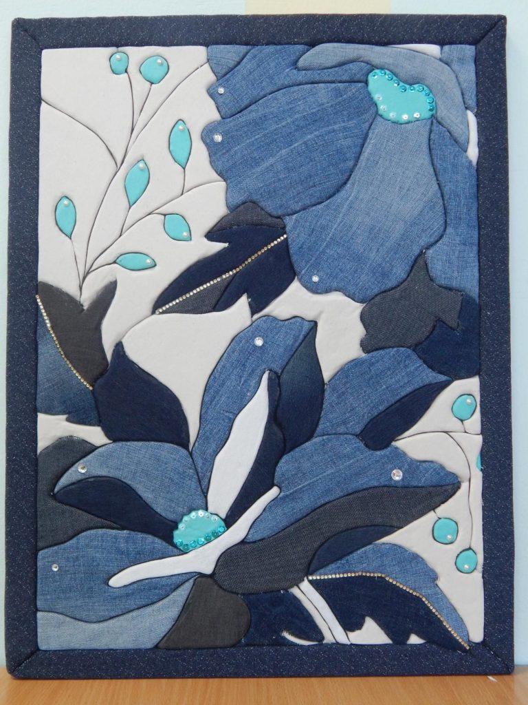 Картина-аппликация из джинсовой ткани с добавлением декора