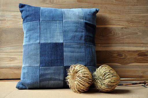 Стильная подушка в стиле пэчворк