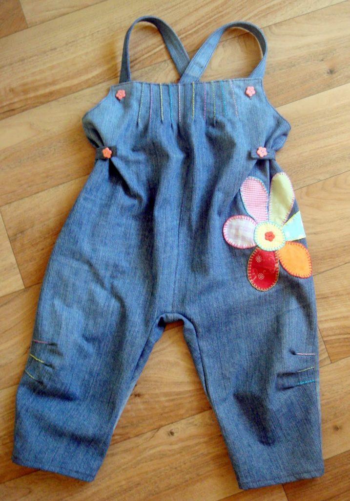 Переделывая джинсы в детский комбинезон, не забудьте о ярких акцентах в виде аппликаций и вышивки