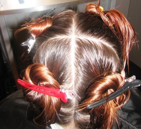 Перед покраской разделите волосы на зоны