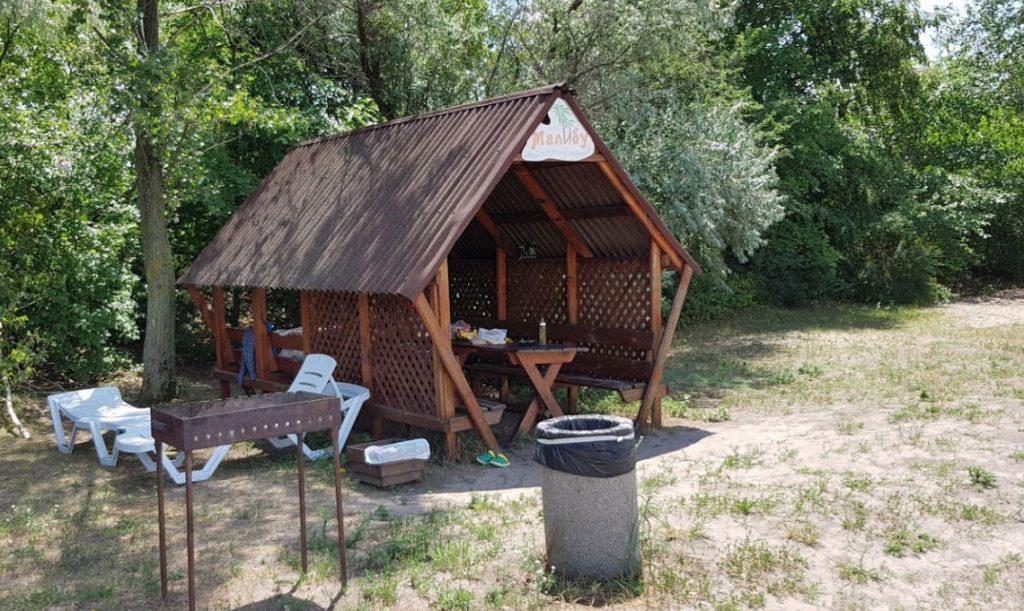 Аренда беседок для жарки шашлыков в парке «Малибу»