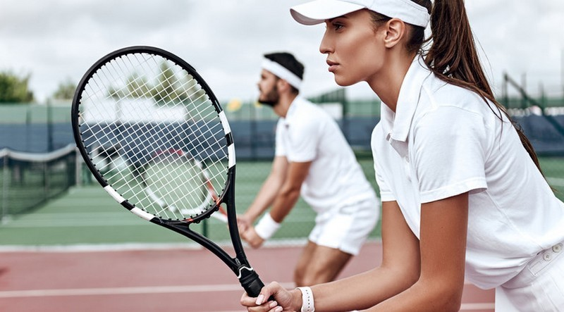 Занятия теннисом