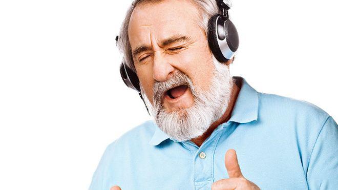 Чоловік в навушниках