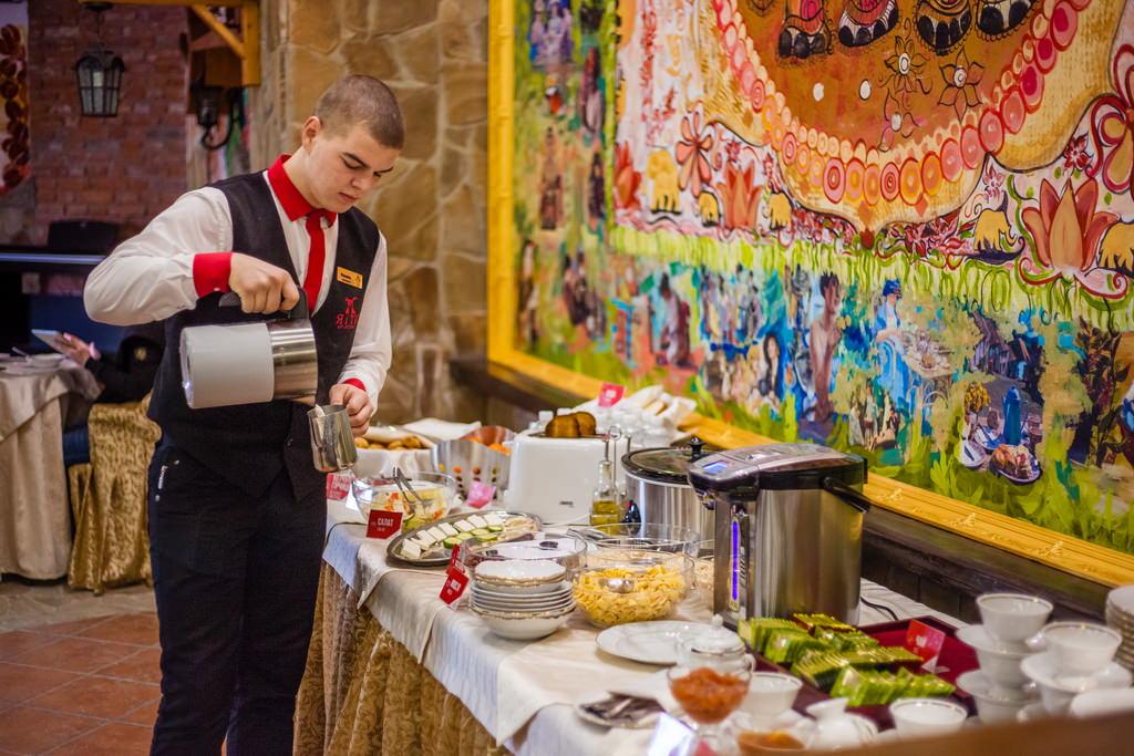 Завтраки по системе «шведский стол» в отеле «5 океан»