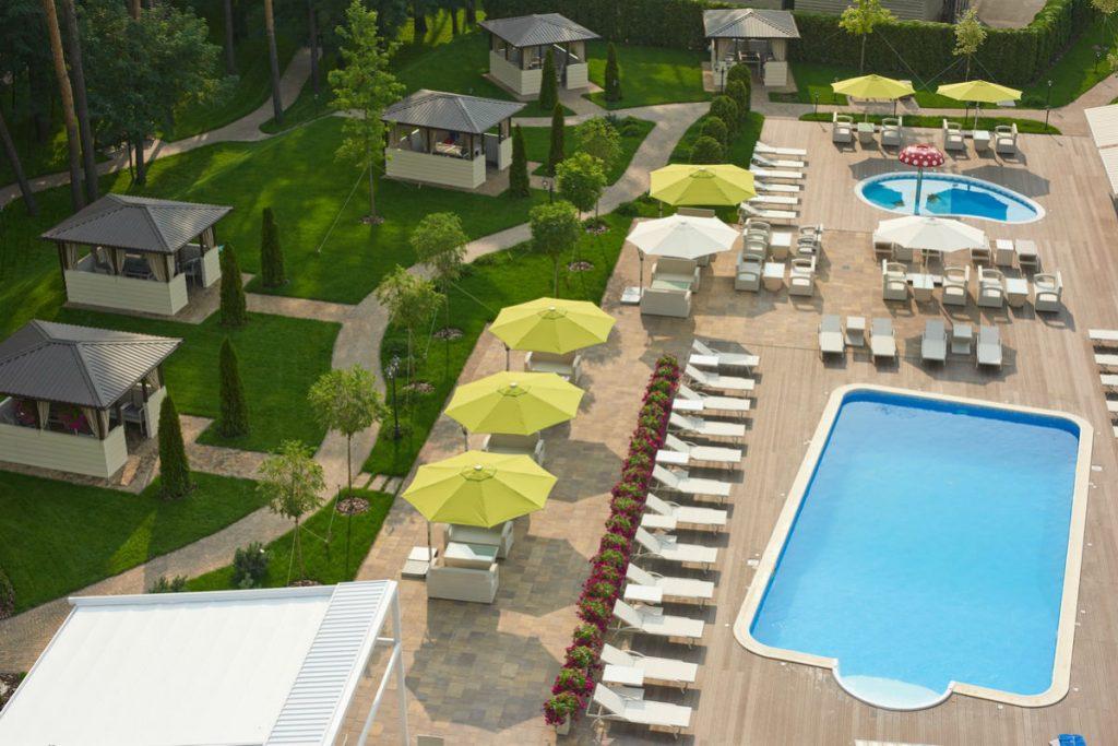 В «City Holiday» в июне можно плавать на летней террасе