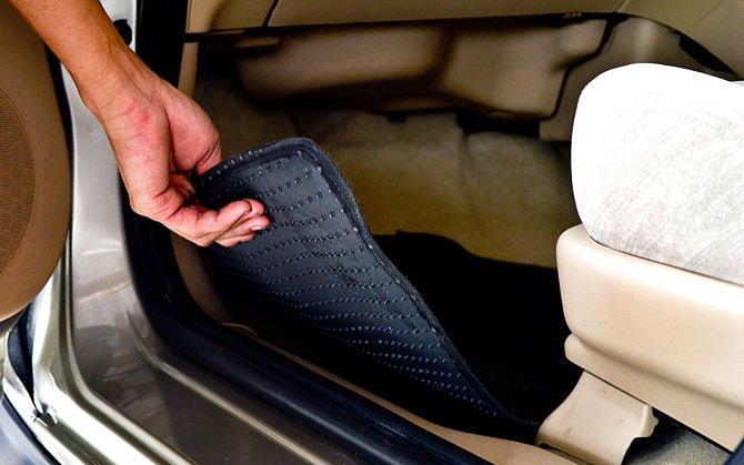 Резиновые коврики для автомобиля