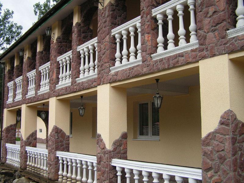 Летняя терраса в отеле «Натали» в Славском