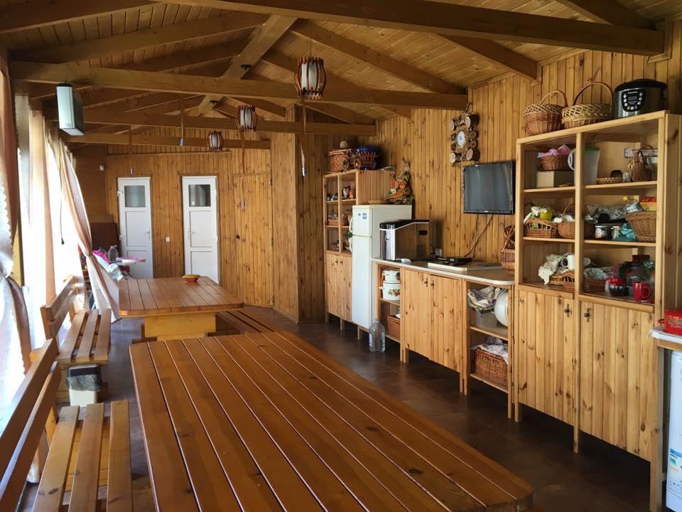 Кухня-столовая на «Вилла Лео»