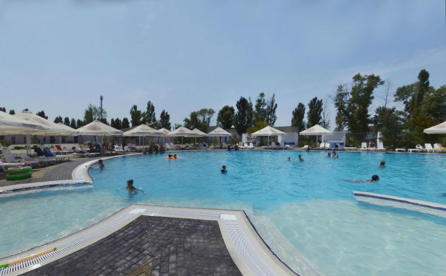 Басейн в Центрі водних розваг «Аквапарк Акваленд»
