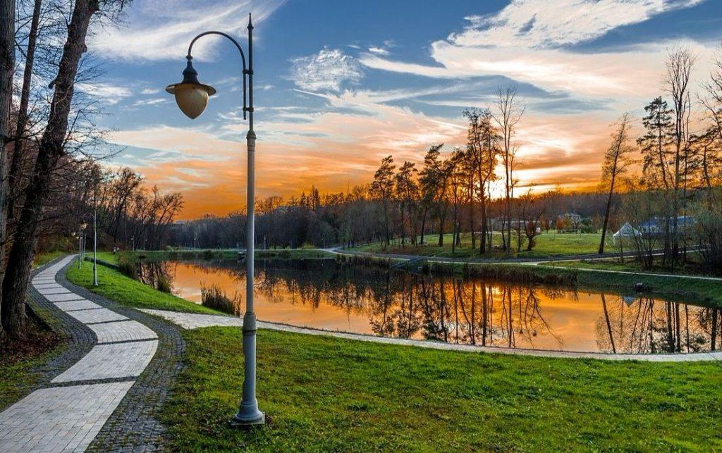 Вечерний парк Феофания возле Киева
