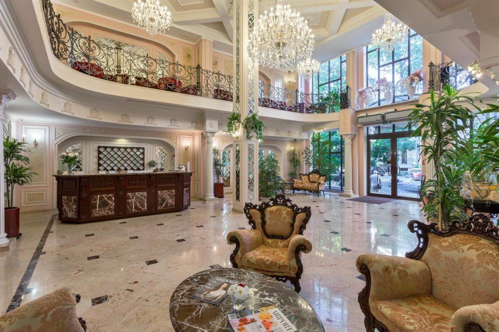 Холл отеля Калифорния