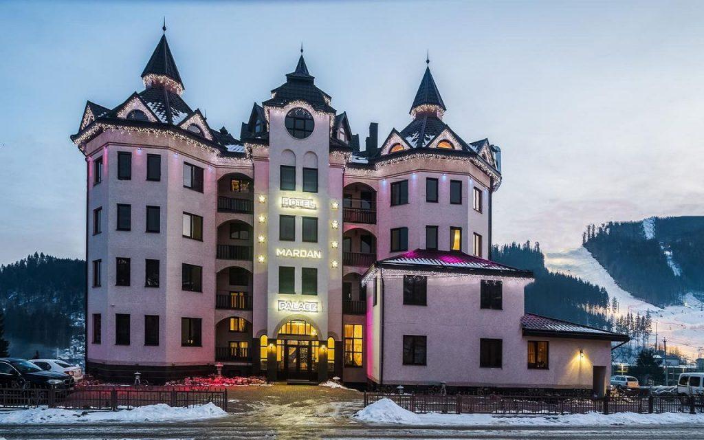 Готель Мардан, що схожий на старовинний замок