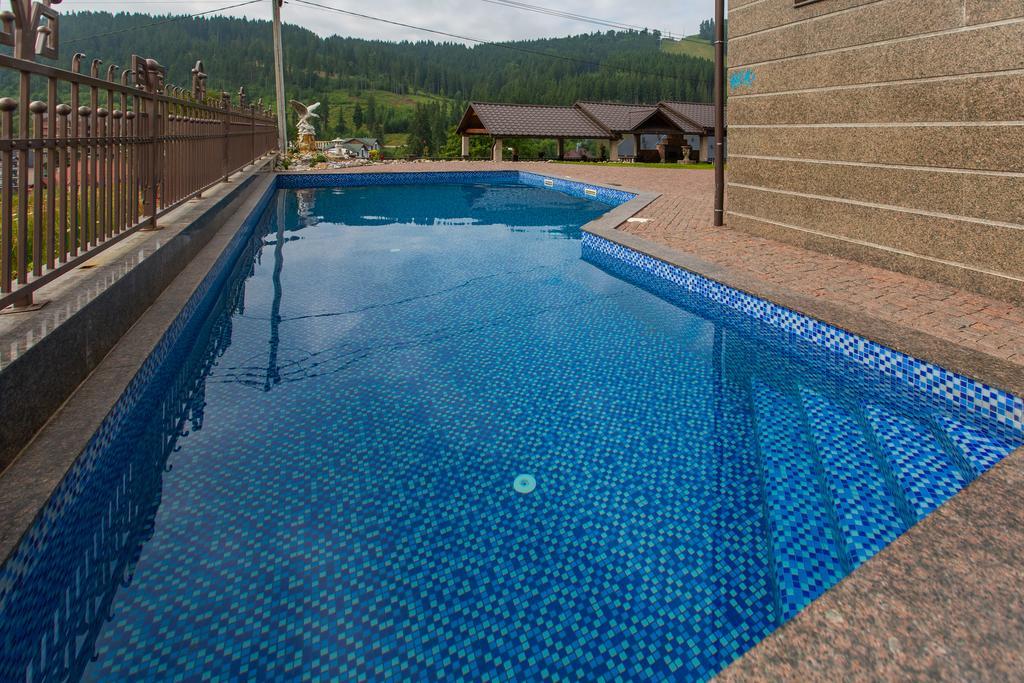 Летний бассейн в «Mardan Palace», Буковель