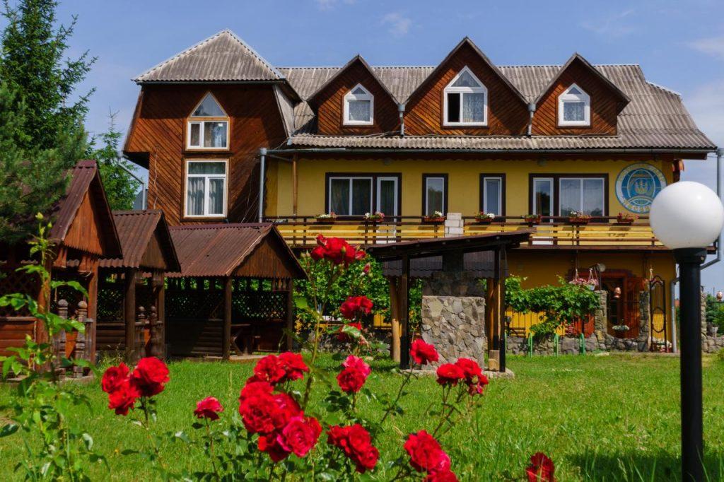 Готель Писанка влітку