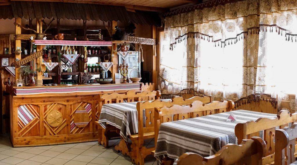 Їдальня у готелі Писанка