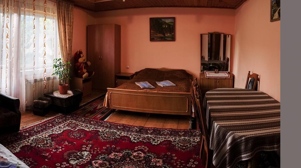 Гарний затишний номер у готелі Писанка