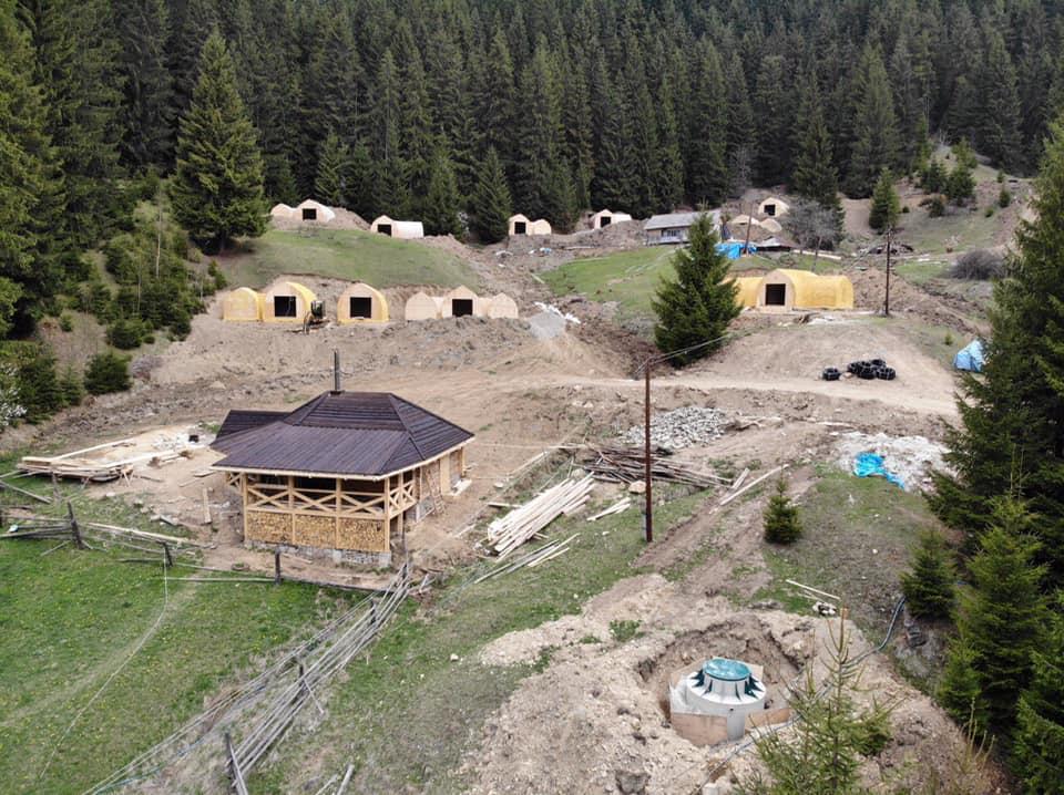 Так виглядав будівельний майданчик Гобітхілу на початку травня