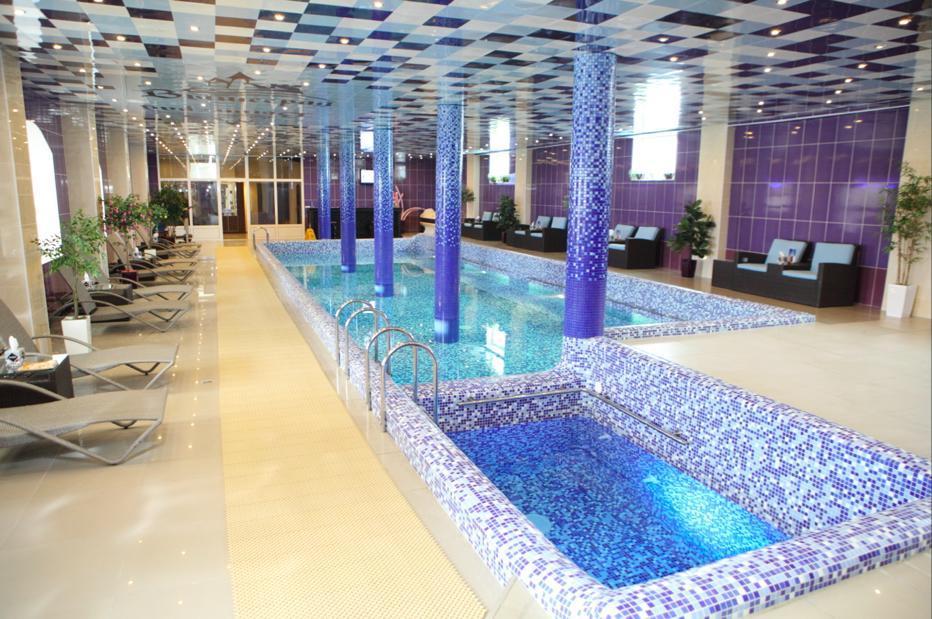 Бассейн в отеле «Вышеград»