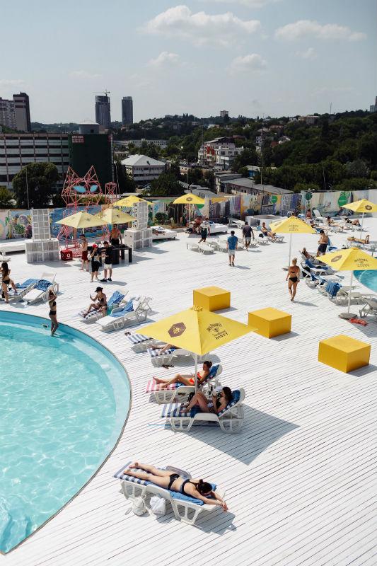 «City Beach Club»: отдых у бассейна на крыше