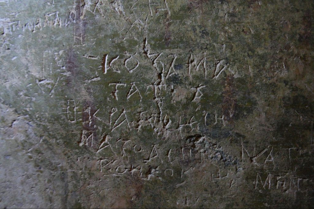 Древние граффити на стенах Софии Киевской
