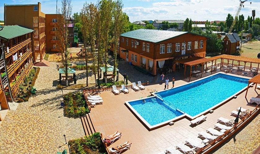 Открытый бассейн для взрослых и детей