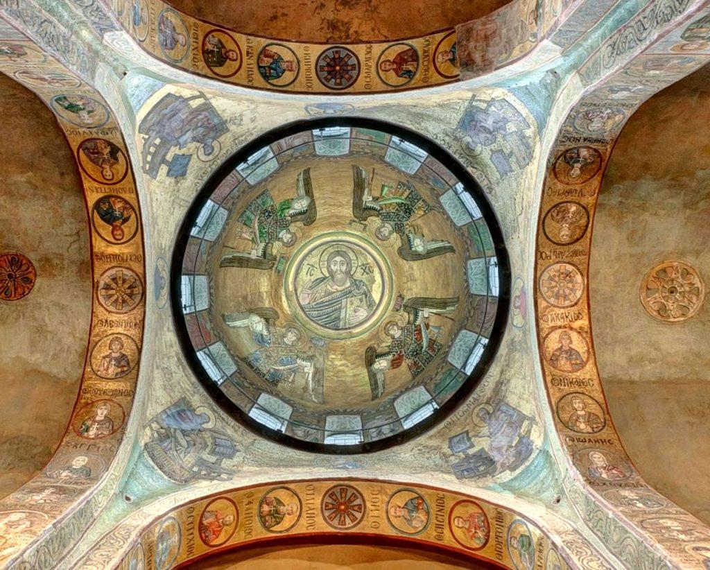 Под куполом Софии Киевской