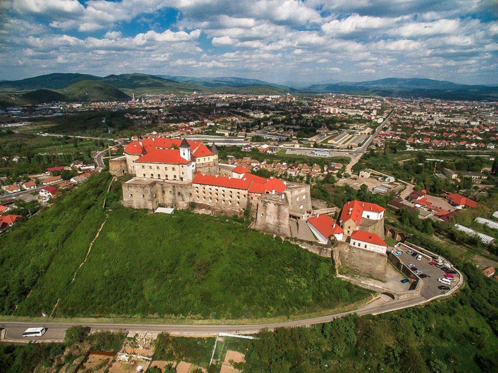 Замок Паланок с высоты птичьего полета