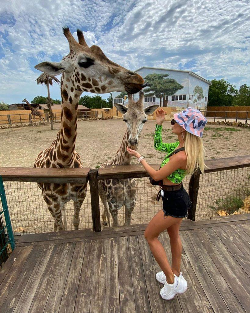 селфі з жирафами у біопарку