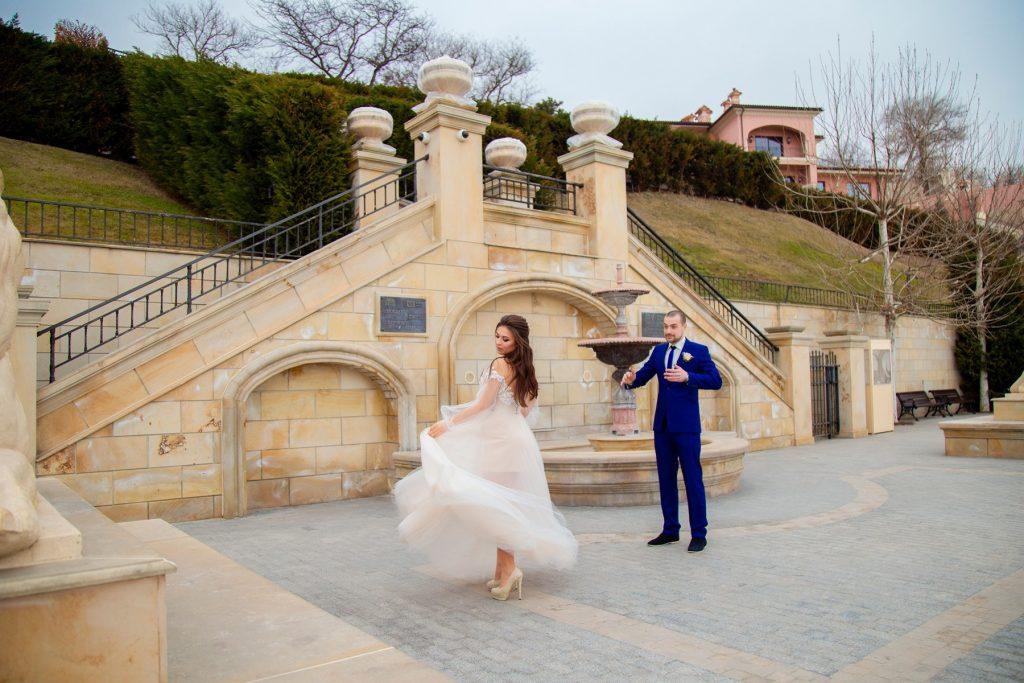 весільний фотосет на золотому березі