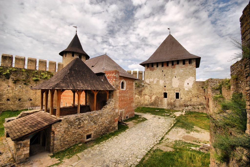 Двор Хотинской крепости