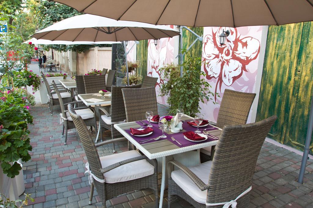 Що може так прикрасити відпустку, як смачний сніданок на літній терасі