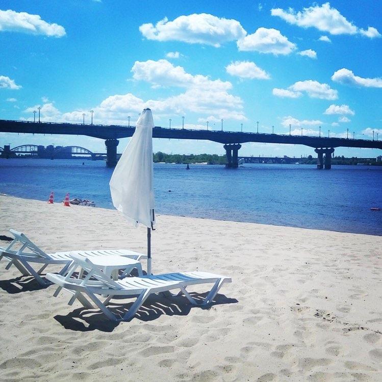 Golden Beach в Киеве на берегу Днепра