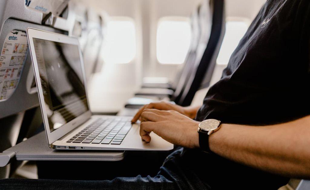 Во время деловой поездки вы можете не прерывать рабочий день из-за перелета